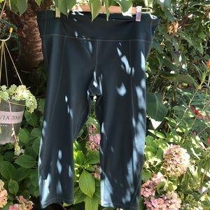 Gap fit sculpt compression Capri gym pants.